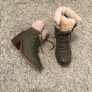 Women's green ankle boot with sheep wool